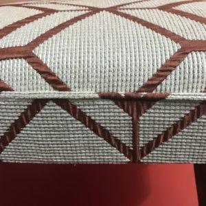 Détail finition passepoil dans le tissu