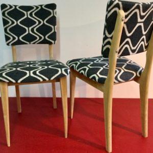Restauration totale d'une paire de chaises années 60, en mousse